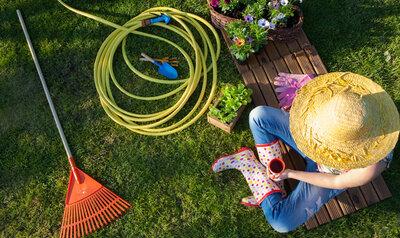 7 trucs et astuces à appliquer au jardin avant un départ en vacances
