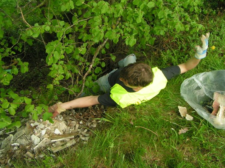 Parfois, les déchets sont difficiles à ramasser et nécessitent quelques acrobaties!